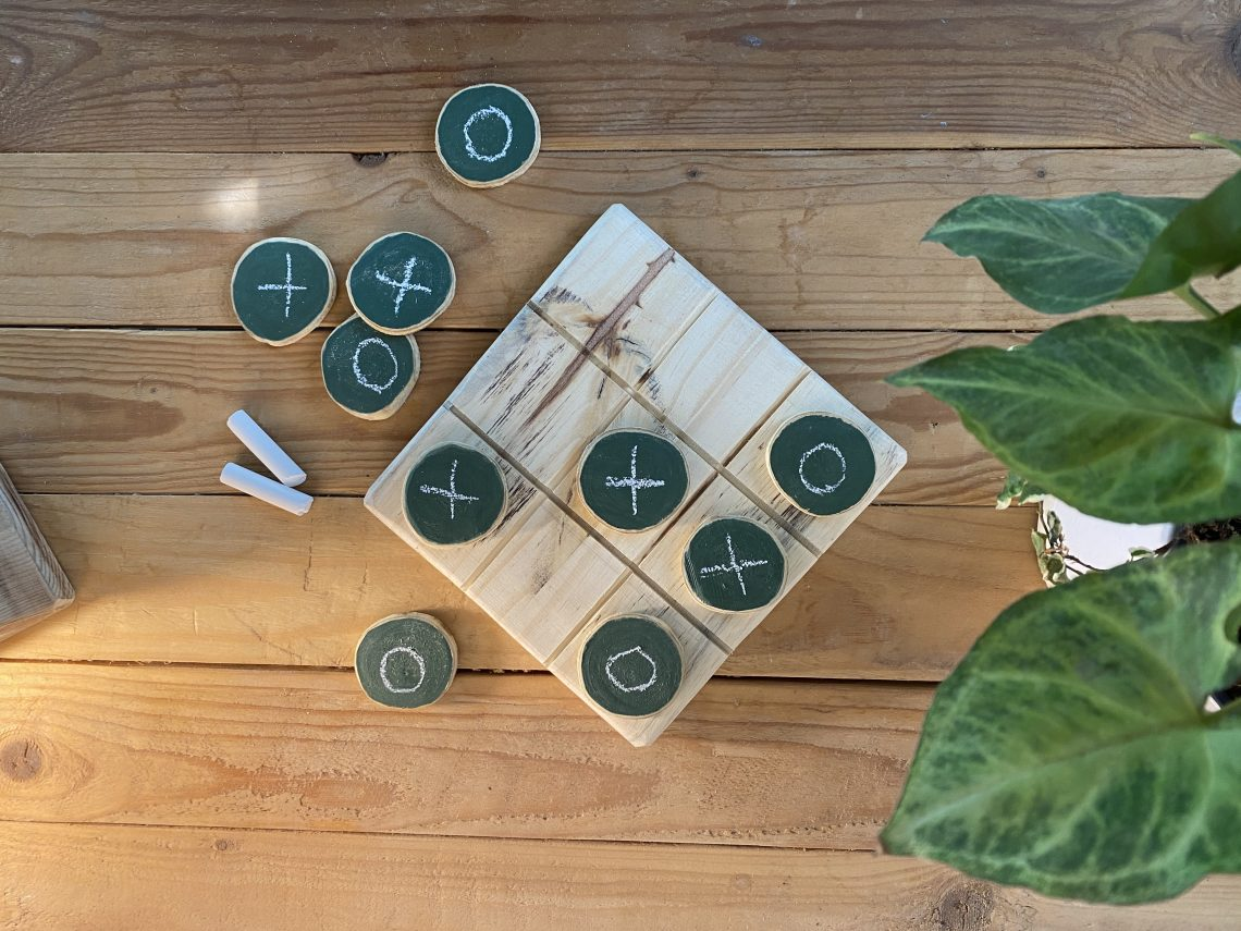 3-in-a-row wooden game